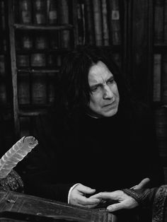 Harry Potter Severus, Professor Severus Snape, Mundo Harry Potter, Severus Rogue, Harry Potter Anime, Harry Potter Characters, Harry Potter Universal, Harry Potter Fandom, Harry Potter World