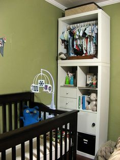 baby's room... need ideas to make a closet in baby's room