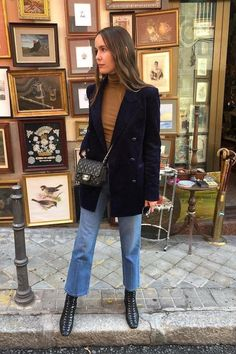 it-girl - t-shirt-e-jeans - t-shirt - verão - street-style - Looks para Roubar Street Style : A Stylish Blazer and Denim Look to Try Now - Paris Outfits, Mode Outfits, Fall Outfits, Fashion Outfits, Womens Fashion, Paris Spring Outfit, Denim Fashion, Style Fashion, Live Fashion