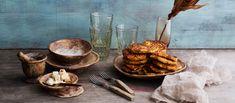 Feta-kasvispihvit valmistuvat niin pannulla kuin uunissakin, maistuvat herkulliselta ja sopivat lakto-ovo-vegetaariseen ruokavalioon. Noin 0,30€/kpl. Feta, Food And Drink, Egg As Food