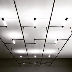 Bauhaus Movement Magazine - Walter #Gropius #Lights at Bauhaus Dessau Walter Gropius, Bauhaus Interior, Bauhaus Furniture, Office Lighting, Interior Lighting, Lighting Design, Gallery Lighting, Loft Lighting, Track Lighting