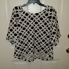 Black and white top Super cute black and white top.  Short sleeved. 94% polyester 6% spandex. bobeau Tops Crop Tops