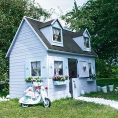 La maisonnette en bois Rosalie évoque le charme d'un monde en miniature. Elle a tout d'une grande et offre de multiples possibilités de jeux. Maisonnette en bois Rosalie - CASTORAMA