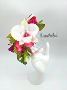 Real Touch Fuchsia Pink, Purple and White orchids combine with custom Monstera greenery to create this custom made Bridal comb. Bridal Hair Flowers, Flower Headpiece, Silk Flowers, Fascinator, Bridal Comb, Hair Comb Wedding, Florida Keys Wedding, Flowers For You, White Orchids