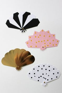 Oh, paper fans. How priiitttyy Origami, Am Laufenden Band, Diy For Kids, Crafts For Kids, Papier Diy, Diy And Crafts, Arts And Crafts, Diy Fan, Paper Fans