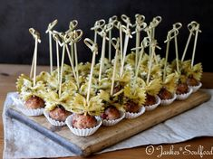 Italian finger food - Italian meatballs with pesto pasta Informations About Italienisches Fingerfood Pin You can easily us - Italian Appetizers, Meat Appetizers, Appetizers For Party, Appetizer Recipes, Snack Recipes, Simple Appetizers, Party Finger Foods, Snacks Für Party, Italian Finger Foods