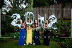 great way to capture prom / graduation for group of friends from anna dobrenski photography.