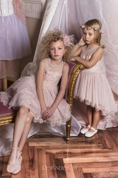 Elegant dress with amazing silk lace made of Lurex yarn. It is decorated with lovely marabou wings in the waist and Swarovski stones. Baptism Outfit, Cat Store, First Communion Dresses, Lace Making, Shoe Collection, Cute Kids, Flower Girl Dresses, Elegant, Wedding Dresses