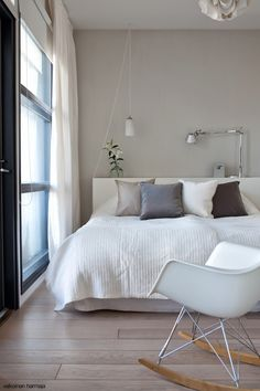 Such clean lines. Dream Bedroom, Home Bedroom, Master Bedroom, Bedrooms, Is White A Color, House Inside, Minimalist Home, Decoration, Interior Design