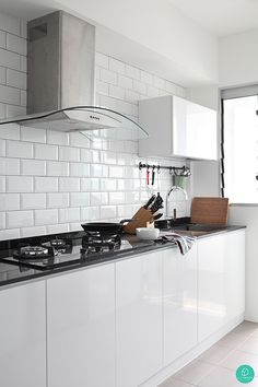 Who said a bright and airy home has to be restricted to the living room? This kitchen emulates an equally clean and bright feel. #brickwall #kitchentiles #whitecabinets