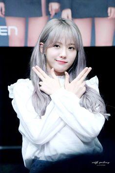 Yuehua Entertainment, Starship Entertainment, Cute Asian Girls, Cute Girls, Wjsn Luda, Elegant Sophisticated, Cosmic Girls, Kpop Drawings, Cute Korean