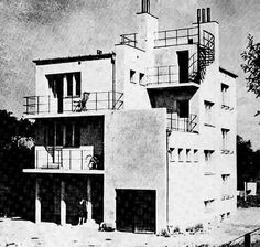 Szyller House in Warsaw, Wał Miedzeszyński proj. Lachert, J. Classical Architecture, Architecture Design, Landscape Architecture, Budapest, Amsterdam, Bauhaus Style, Building Images, Old Abandoned Houses, Walter Gropius