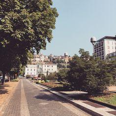 - 너무 덥다 산책 10분만에 다시 호텔로 - #여행스타그램 #trip #travel #여행 #이탈리아 #베르가모 #bergamo #italy #산책 #takeawalk #park #view #cityview by mhekimm