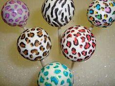 Zebra and leopard print cake pops! Cake Pops, Pretty Cakes, Cute Cakes, Zebra Print Cakes, Leopard Cake, Party Desserts, Dessert Party, Dessert Buffet, Dessert Ideas