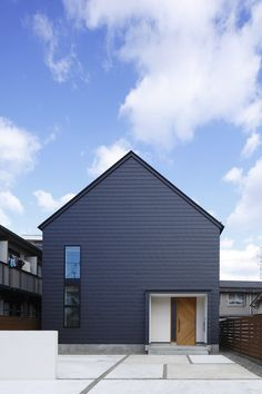 Modern Residence in Japan by Field Architect Design Navy Houses, Japanese Modern House, 3 Storey House, Wooden House Design, Wooden Facade, Exterior Cladding, Minimal Home, Swedish House, Steel House