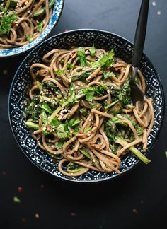 Broccoli Rabe Peanut Soba Noodles This Asian soba noodle bowl features sautéed broccoli rabe tossed with spicy peanut sauce. It's a weeknight meal that's hearty, quick and full of greens! Healthy Dinner Recipes, Vegetarian Recipes, Cooking Recipes, Vegan Dinners, Easy Dinners, Weeknight Recipes, Vegetarian Options, Simple Recipes, Weeknight Dinners