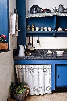 Amsterdamse school keuken Art Nouveau Architecture, Kitchen Inspirations, Blue Kitchens, Beautiful Interiors, House, Interior, Art Deco, Architecture Fashion, Interior Art