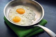 How To Cook Eggs In Stainless Steel Cookware Food Above Gold, How to Fry an Egg : Food Network Food Network, How to Fry an Egg it has a di. Benefits Of Eating Eggs, Best Skillet, Best Pans, Huevos Fritos, Tuscan Chicken, Spinach And Feta, Protein Diets, High Protein, How To Cook Eggs