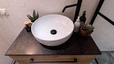 Mala lazienka, czarno biala z dodatkami drewna, wanna i prysznic Malaga, Bathroom, Decor, Home, Washroom, Decoration, Full Bath, Bath, Decorating
