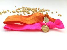Superchicke elastische Hairties in orange und neonpink. #braclets #elastic #pearls #armbänder #hairties #DPbeanies Neon, Measuring Spoons, Pink, Orange, Neon Colors, Pink Hair, Roses, Neon Tetra