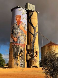 The silo art trail is fast growing in popularity as the Australia's number one must do road trip. Start your Great Australian Adventure today. Banksy, Art Du Monde, Mediums Of Art, Sidewalk Chalk Art, Wow Art, Weird Pictures, Street Art Graffiti, Land Art, Street Artists
