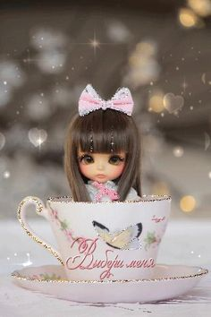 Find images and videos about girl, cute and vintage on We Heart It - the app to get lost in what you love. Beautiful Gif, Beautiful Dolls, Anime Muslim, Glitter Gif, Gif Photo, Gif Pictures, Cute Dolls, Blythe Dolls, Animated Gif