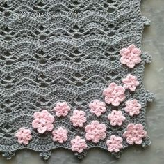 The small gray baby blanket with pink flowers by patty crochete
