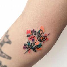 10 illustrators of the favorite tattoo Cute Little Tattoos, Pretty Tattoos, Beautiful Tattoos, Time Tattoos, Body Art Tattoos, Small Tattoos, Tatoos, Makeup Tattoos, Tattoos Lindas