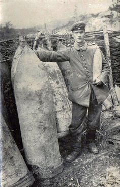 """""""Soldier alongside shells of 42 cm."""" http://humanbonb.free.fr/Phototheque/images/phototheque/normal/105615492237.jpg"""