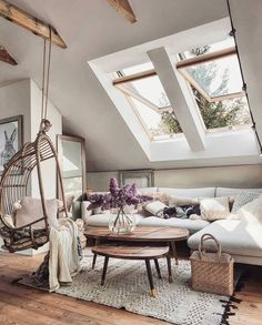 33 Fascinating Cozy Living Room Decor Ideas You Will Love - The living room is that special place where friends of the homeowners stay to chat and mingle. So it's just logical that the living room is one part o. Living Room Decor Cozy, Bedroom Decor, Decorating Bedrooms, Cozy House, Home And Living, Small Living, Modern Living, Room Inspiration, Living Spaces