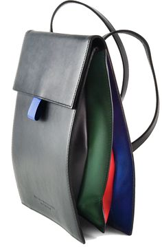 """The """"Crumb"""" bag by Hester van Eeghen reveals its colors the more you fill it!"""
