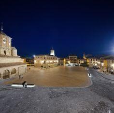 Plaza Mayor and Cantilevers Over Duero River, Almazan | ch+qs