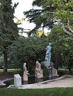 Monumento a Becquer en la Quinta de la Fuente del Berro. Madrid.