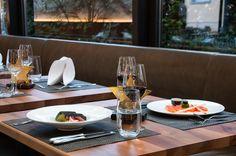 Geniessen mit Stil und einem guten Glas Wein. Restaurant, Fine Dining, Table Settings, Dinner, Food Menu, Wine, Corning Glass, Dining, Food Dinners