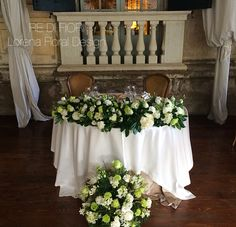 Tavolo sposi bianco e verde. Bride and Groom's Table with white and hreen flowers.