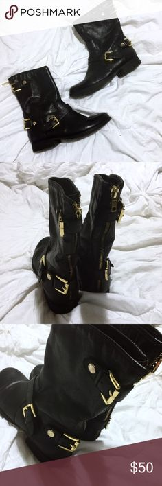 Steve Madden Black Moto Boots The perfect Black and Gold Moto boot for all your fall desires! Worn a handful of times last fall. :) no damages, in perfect condition! Steve Madden Shoes Combat & Moto Boots