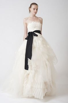 I love Vera Wang. If I had the money, I would so wear only a dress by her. Wedding Dresses, Bridal Gowns by Vera Wang Used Wedding Dresses, Wedding Dress Sizes, Bridal Dresses, Dress Wedding, Bridesmaid Dresses, Prom Dresses, Evening Dresses, Lace Wedding, Wedding Bride