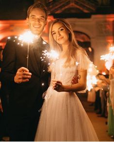 Marzia and Pewdiepie 💕 Wedding Beauty, Dream Wedding, Marzia And Felix, Felix Pewdiepie, Marzia Bisognin, Sparkler Send Off, Victoria, Celebs, Celebrities