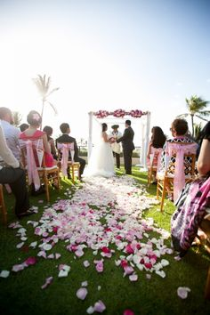 That fairy tale moment in Plumeria Gardens. Mahalo @joannatano for the photo