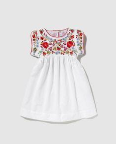 Ropa niña temporada primavera verano 2016 Bass 10 (11) Baby Girl Dress Patterns, Little Girl Dresses, Baby Dress, Girls Dresses, Summer Dresses, Baby Girl Fashion, Kids Fashion, Mexican Dresses, Little Fashionista
