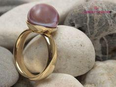 Gelbgold Ring mit edler Süßwasserperle von Schmuckbotschaften auf DaWanda.com