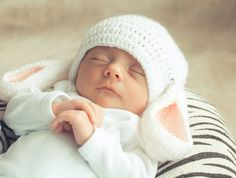 Cute boy names will boost your baby's confidence and appeal. Discover dozens of cute baby names for your sweet boy and choose the best one! Cute Baby Photos, Baby Images, Baby Pictures, Little Babies, Cute Babies, Baby Kids, Baby Baby, Beautiful Children, Beautiful Babies
