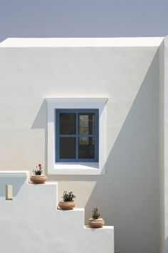 wall design to use with decorative pots only. Detail Architecture, Colour Architecture, Minimalist Architecture, Aesthetic Pastel Wallpaper, Aesthetic Wallpapers, Arte Sharpie, Greek Design, Minimalist Wallpaper, Minimalist Painting