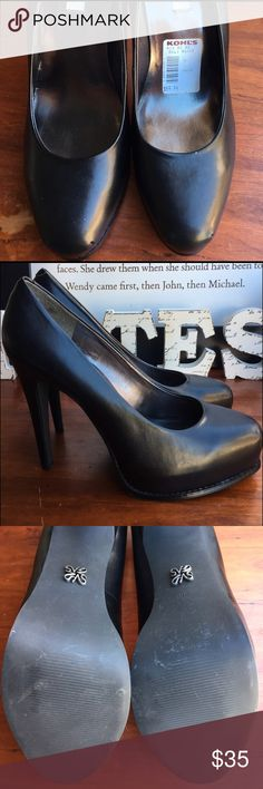 Vera Wang Pumps Black Pumps by Vera Wang. Worn once. Simply Vera Vera Wang Shoes Heels