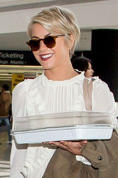 The pixie cut is making a comeback. Check out our edit of the best pixie cut hairstyles inspired by your favourite celebrities including Ruby Rose, Emilia Clarke and Zendaya. Cute Hairstyles For Short Hair, Pixie Hairstyles, Short Hair Cuts, Pixie Haircuts, Hairdos, Short Pixie Bob, Pixie Crop, Blonde Pixie, Short Blonde