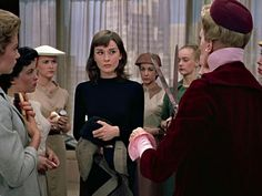 Audrey Hepburn - Funny Face 1957 funny faces Funny Face 1957 Part 1 of 2 - video dailymotion Audrey Hepburn Outfit, Audrey Hepburn Funny Face, Audrey Hepburn Mode, Audrey Hepburn Hairstyles, Funny Faces Pictures, Non Plus Ultra, Fashion Face, Funny Fashion, Breakfast At Tiffanys