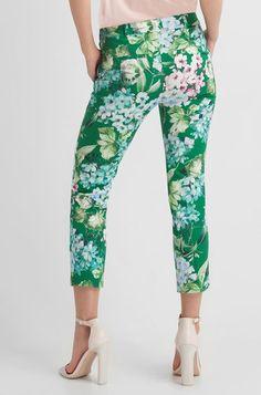 Nohavice s kvetinovým vzorom Capri Pants, Pajama Pants, Pajamas, Clothing, Fashion, Pjs, Outfits, Moda, Capri Trousers