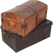 Sturdy steamer trunks make versatile storage containers and decorative tables, but opening one that has been closed a while may be less than pleasant. The paper or fabric lining inside the trunk may sour or have hidden mold underneath the surface. This condition occurs if the trunk or its contents have gotten wet at some point. Whether sprucing up...