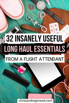 Here's our list of the 32 best long flight essentials you absolutely need to pack in your carry on luggage. Those items are life savers on a long flight! Packing Tips For Vacation, Travel Packing, Packing Lists, Vacation Travel, Air Travel, Travel Bag, Vacations, Europe Packing, Traveling Europe