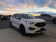 A 2019 Ford Edge and a beautiful sunset, wow 😜  #Regram via @richardson5.0 New Ford F150, Best Family Cars, Ford Edge, 2019 Ford, Car Stuff, Ford Trucks, Beautiful Sunset, Mustang, Vans